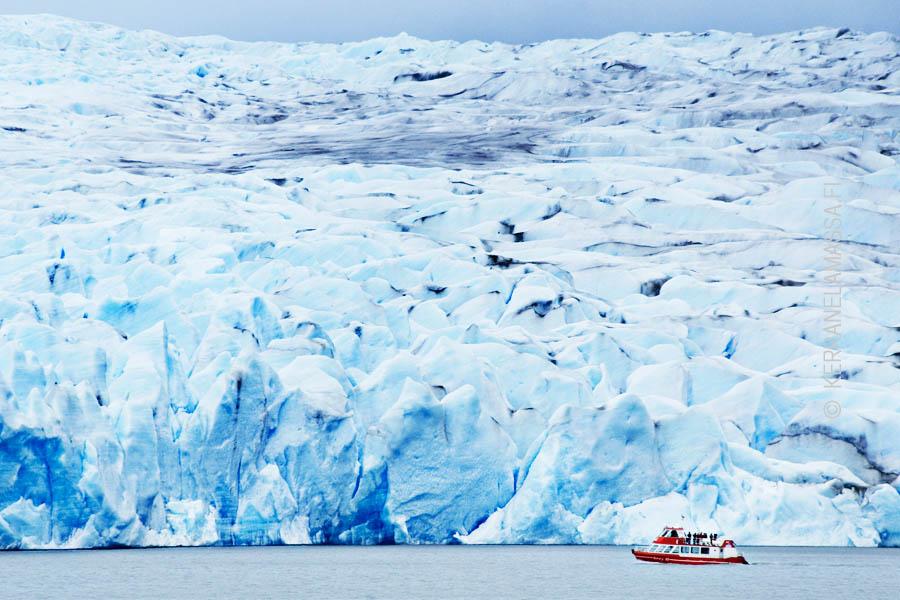 Chilessä pääsee näkemään komeita jäätiköitä.