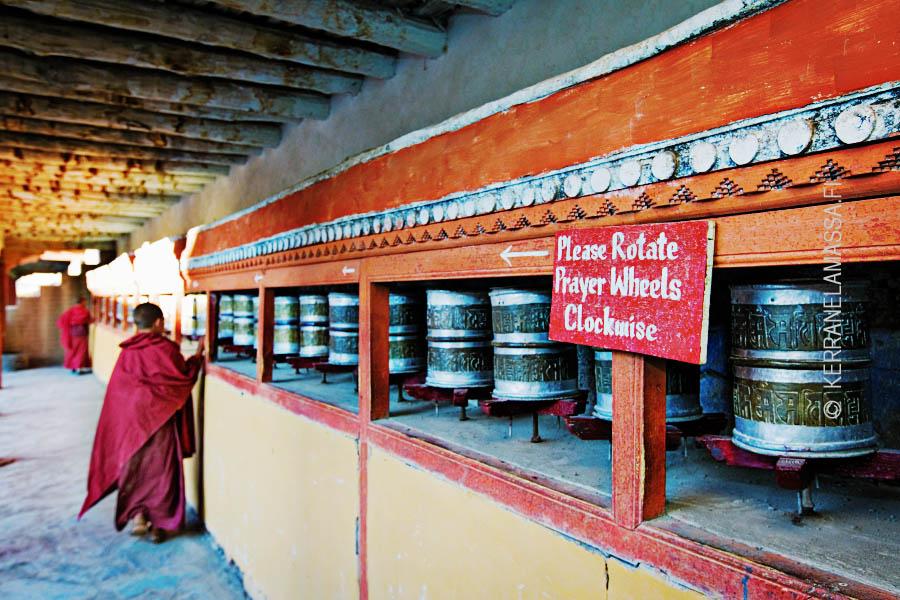 Tiibetinbuddhalaisia rukousmyllyjä Intian Ladakhissa.
