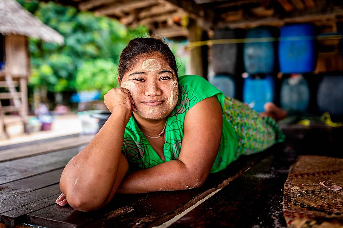 thaimaa surin moken merimustalainen