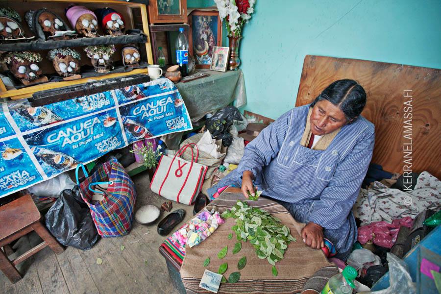 Boliviassa voi käydä aidon noitatohtorin vastaanotolla.