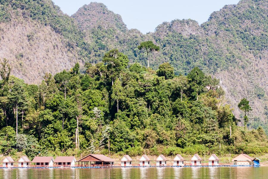Tällaisissa maisemissa järvellä yövytään.