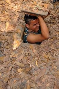 Vietnamilaiset taistelijat kätkeytyivät uskomattoman ahtaisiin Chu Chi -tunneleihin Etelä-Vietnamissa. Kuva: Dennis Jarvis, Flickr CC