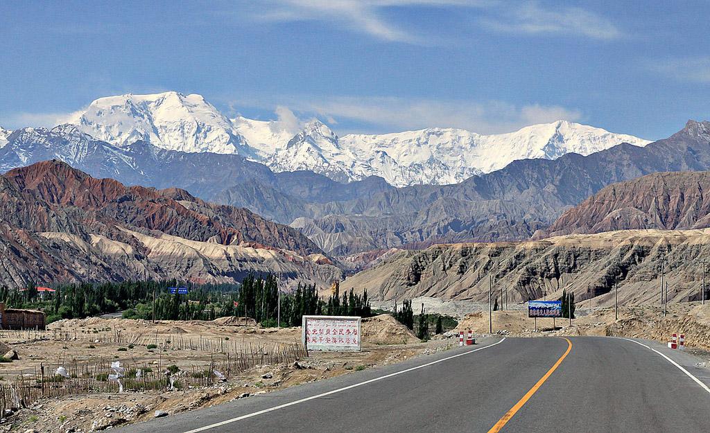 Seikkailut – ja vuoret – kutsuvat Karakoram Highwaylla. Kuva: Allan Grey, Flickr CC