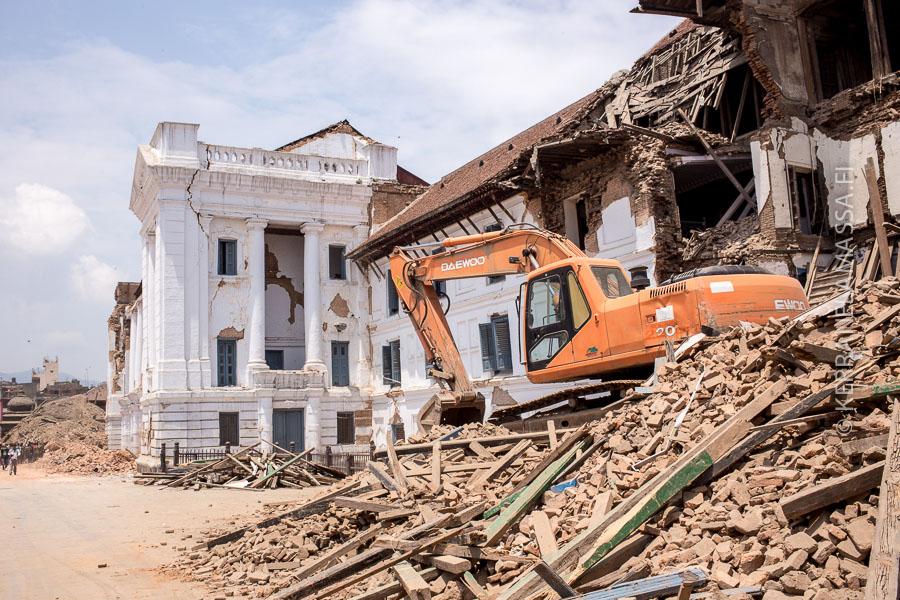 Päivitys: huhtikuussa 2015 Nepaliin iski voimakas maanjäristys, joka tuhosi mm. Kathmandun historiallisia aukioita. Kestää pitkä aika, ennen kuin ne rakennetaan ennalleen.