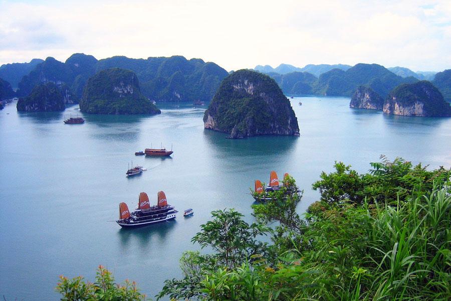 Halong Bayn maisemat ovat kuuluisinta Vietnamia. Kuva: Prince Roy, flickr
