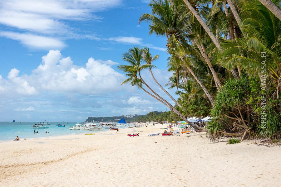 Boracay = turkoosi meri ja huojuvat palmut.