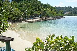 Todellisuudessa James Bond Beach on varsin vaatimaton ilmestys. Kuva: Wikimedia Commons