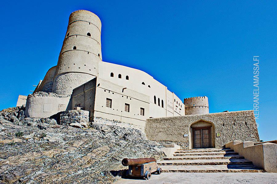 XXX linna lähellä Nizwan kaupunkia.