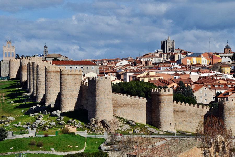 Avilan muurit ovat Espanjan jykevimmät. Kuva MARIA ROSA FERRE, Flickr CC