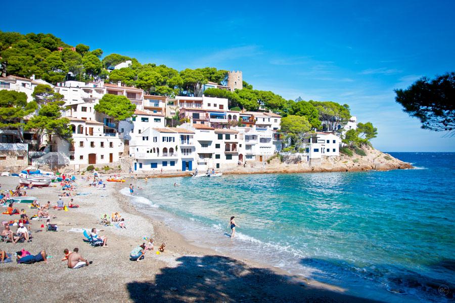 Costa Bravan on rentoa rantalomailua – eikä Barcelonaan ole kuin tunni matka. Kuva: Andrea Ciambra, Flickr CC