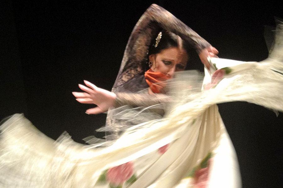 flamenco-valkoinen
