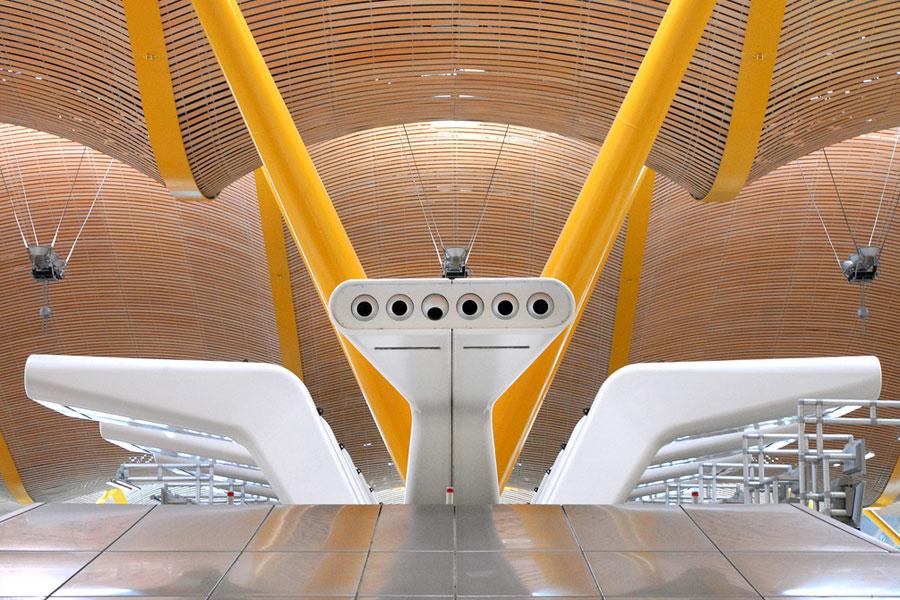 Historian lisäksi Madrid katsoo tulevaisuuteen. Kuva Madridin futuristiselta lentokentältä. Kuva: dalbera, Flickr CC