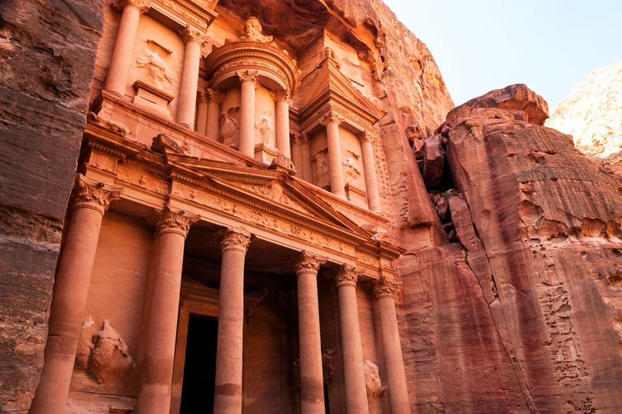 Treasury on Petran komein luola. Kuva alcolm Browne, Flickr CC