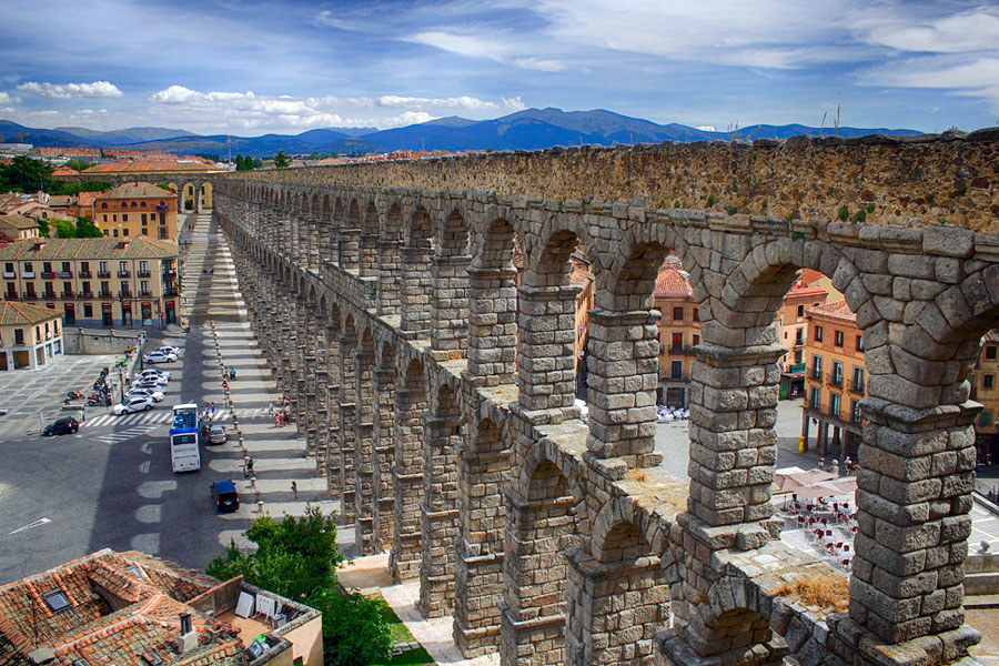 Segovian akvedukti on todella komea näky. Kuva M.Peinado, Flickr CC