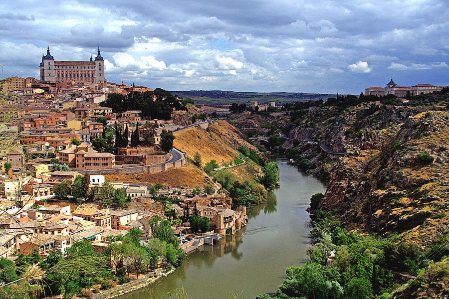 Toledon muurien sisällä taotaan kuuluisia miekkoja. Kuva M. Martin Vicente, Flickr CC