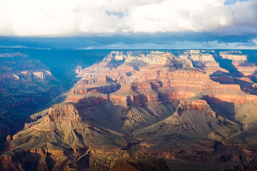 Grand Canyoniin tutustuu esimerkiksi Las Vegasista käsin.