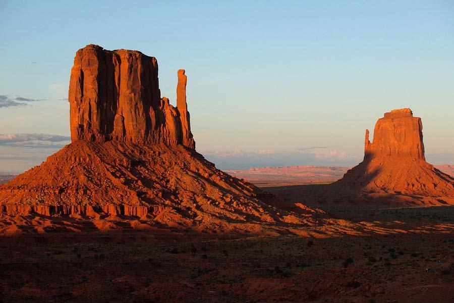 Kuten nimikin lupaa ovat Monument Valleyn maisemat monumentaaliset.