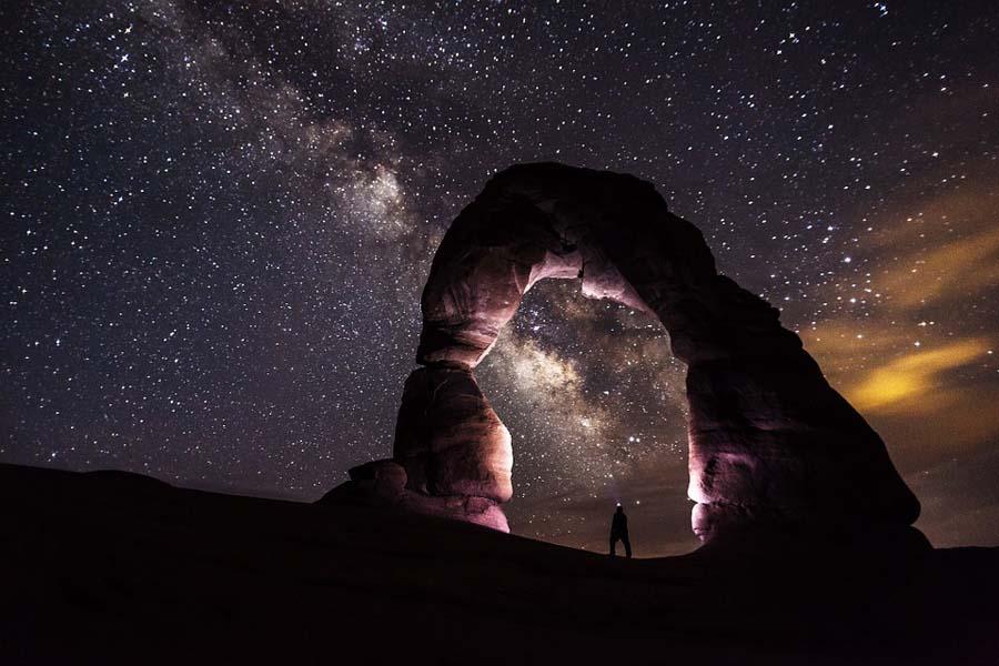 Arches National Parkissa on toinen toistaan upeampia luonnon muovaamia kivikaaria.