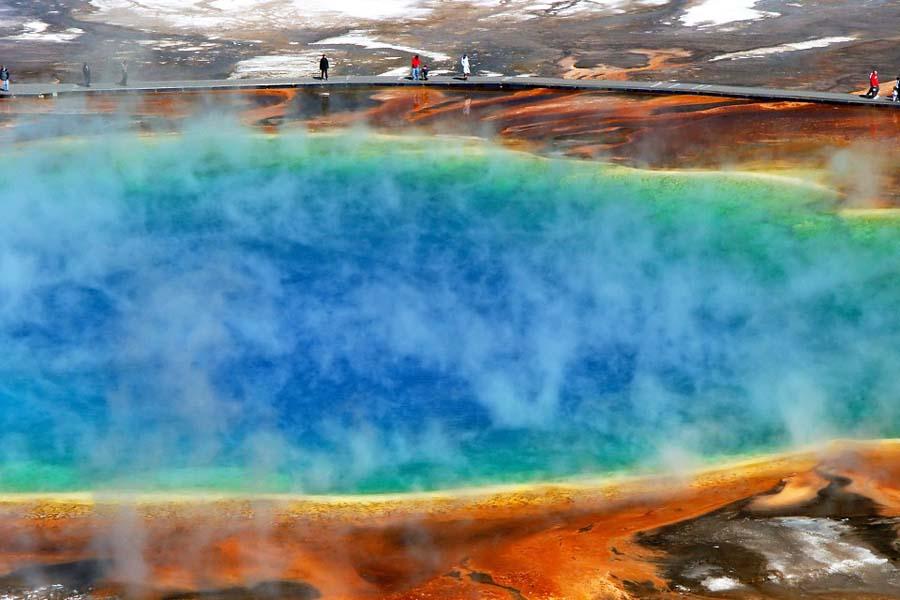 Yellowstone-kansallispuiston kuuma lähde nimeltä Morning Glory Pool.