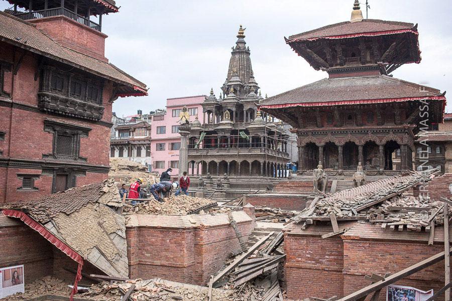 Patanin aukiolta kaatui temppeleitä mutta moni pysyi myös pystyssä.