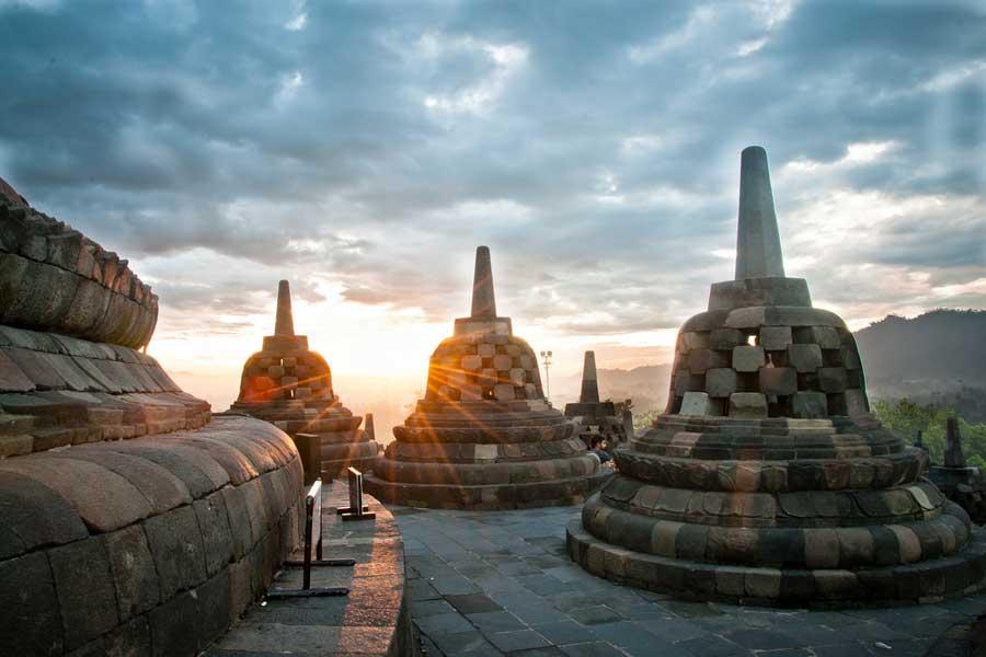Borobudurin buddhalainen temppeli 900-luvulta on Indonesian kuuluisin nähtävyys. Justine Hong, Flickr CC