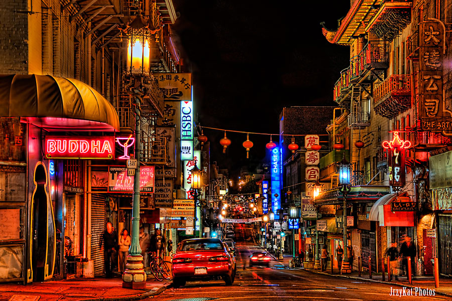 San Franciscon Chinatown yöllä. KatVitulano Photos, Flickr CC