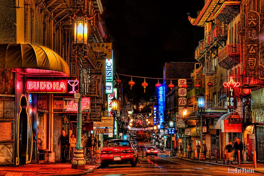 San Franciscon Chinatown yöllä. KatVitulano Photos, Flickr CC
