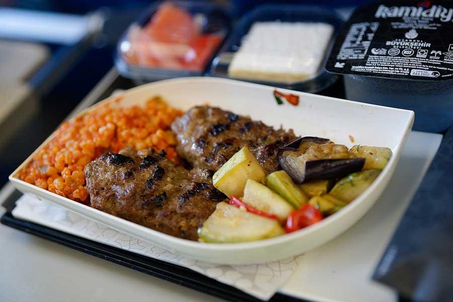 Kohti kaukaisia maita. Turkish Airlines lentää useampaan kohteeseen kuin mikään muu lentoyhtiö. Kuva: Bulent Kavakkoru, Flickr CC
