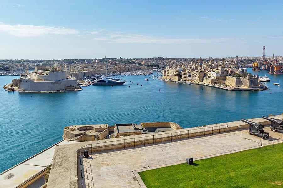 The Three Cities eli kolme kaupunkia eli Birgu, Cospicua ja Senglea nähtynä Vallettan Upper Barrakka Gardensilta. Kuva: Arna Grym.