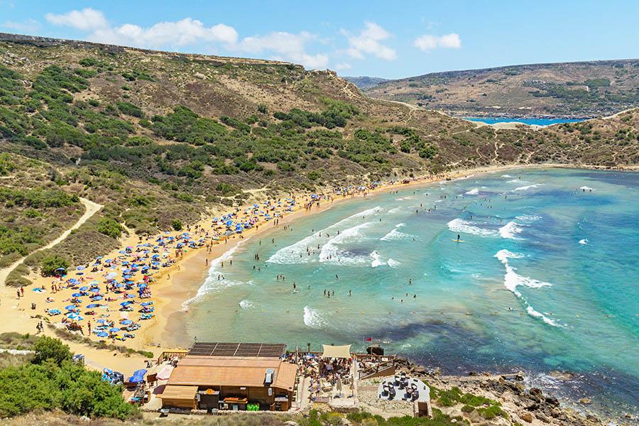 Ghajn Tuffieha eli Apple's Eye Bay on Maltan kauneimpia rantoja. Kuva: Arna Grym.