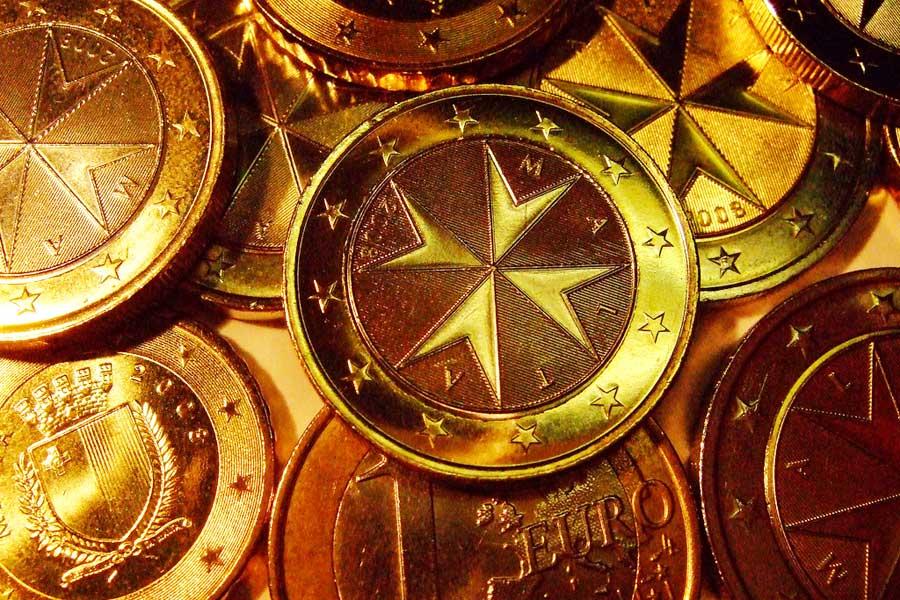 Maltan euron kolikkoja koristaa Maltan ritarien risti. Kuva: Martin Fisch, Flickr CC