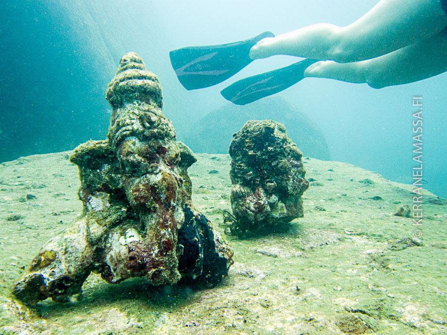 Trimcomalen edustalle on uponnut patsaita sukeltajien ihasteltavaksi.