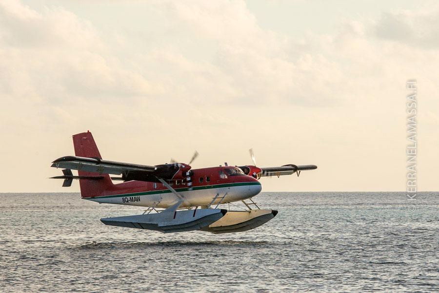 Vesitasot ovat yleinen liikkumisväline Malediiveilla.