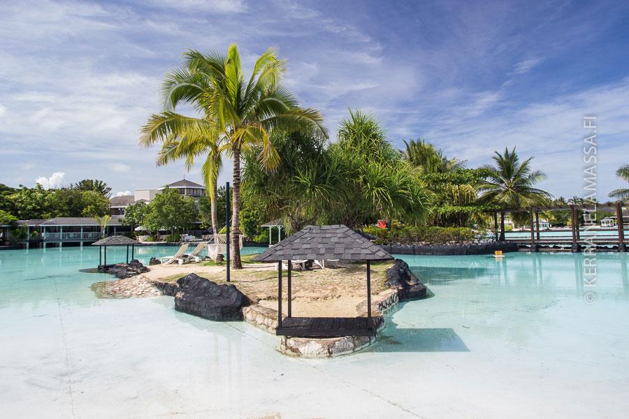 Cebun Mactan-saaren hotellit ovat huikeita. Tämä kuva on Plantation Baysta, joka on ehdottomia suosikkejamme.
