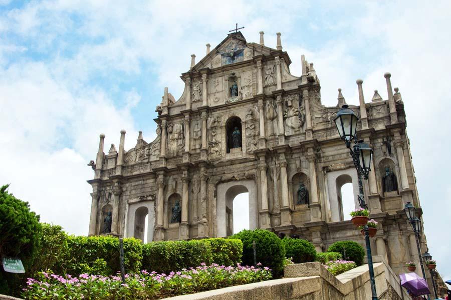 Pyhän Paavalin katedraalin raunio on kasinoiden ohella Macaon maamerkki. Kuva: cotaro70s, Flickr CC