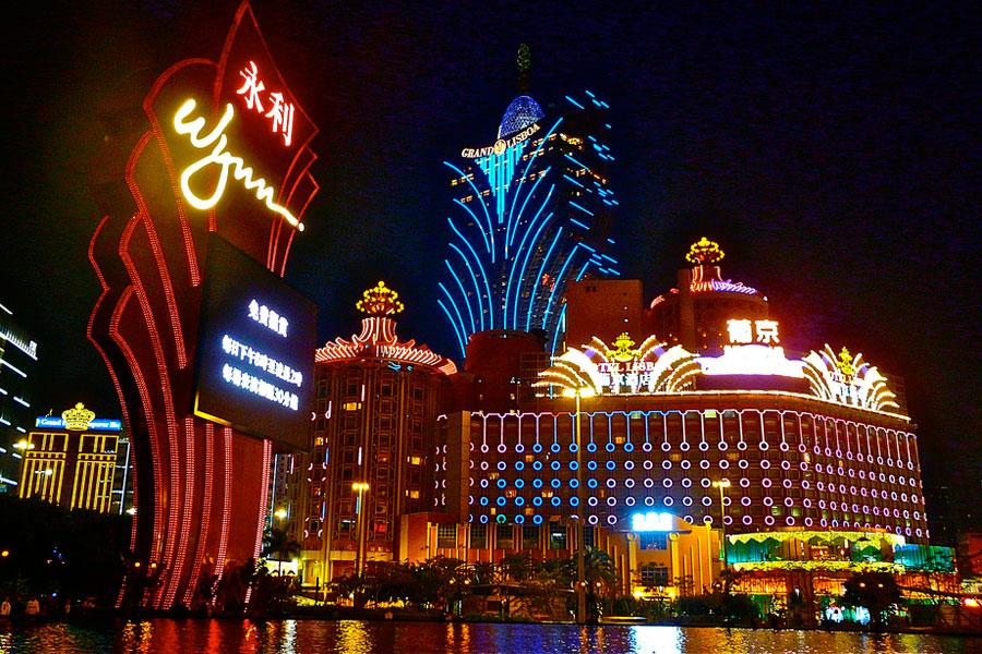 Mitä olisi kasinokaupunki ilman neonvaloja? Kuva: sanfamedia.com, Flickr CC