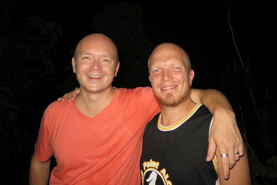 ...ja pinnan päällä. Kirjoittaja vasemmalla ja Niko Torvinen oikealla.