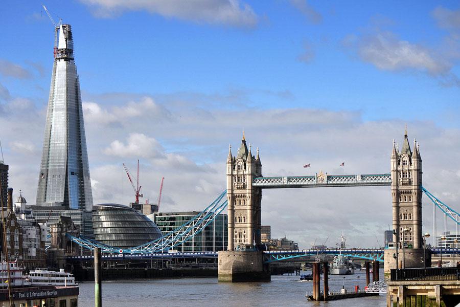 Lontoon monikerroksisuutta: vierekkäin Tower Bridge ja The Shard. Kuva: George Rex, Flickr CC