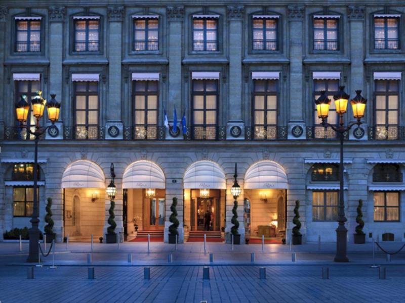 Ritz Hotel sijaitsee Pariisin arvokkaalla Place Vendôme -aukiolla. Kuva: Yair Haklai, Wikimedia Commons
