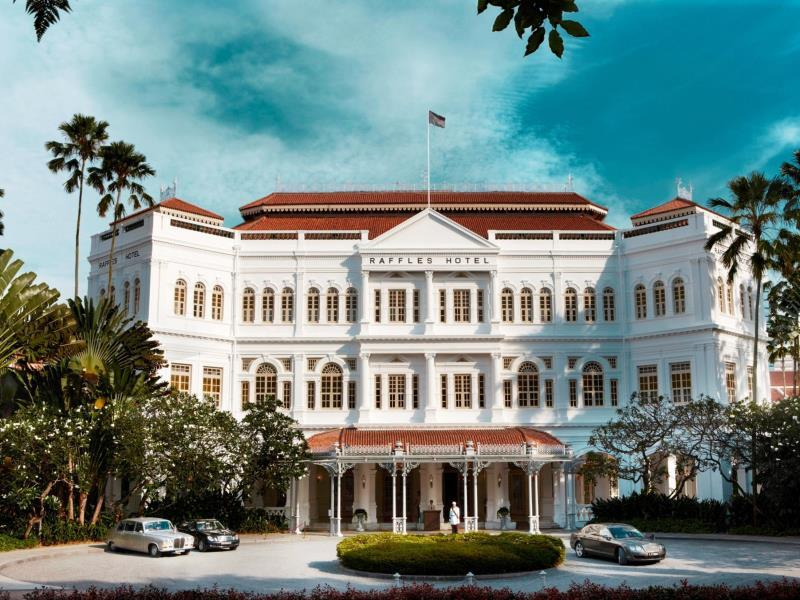 Raffles-hotelli on Singaporen harvoja paikkoja, jossa saa sotkea.