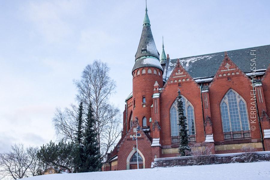 Mikaelinkirkon suunnitteli Lars Sonck, joka myöhemmin toteutti jungendvisionsa täydellisinä Tampereen tuomiokirkossa.