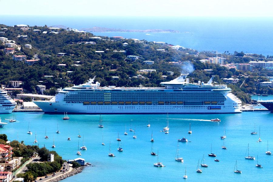 Karibian turkoosi meri on kuin luotu risteilylaivoille. Kuva: David Spinks, Flickr CC