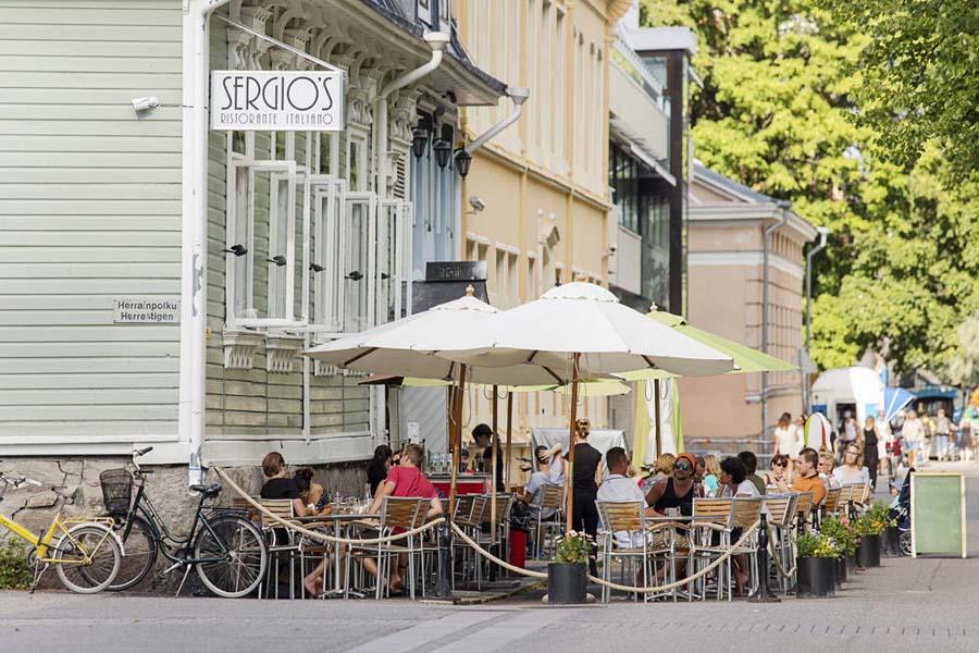 Turussa matkailijankin vie mukanaan rennon kodikas tunnelma. Kuva: Krista Keltanen, Visit Finland.
