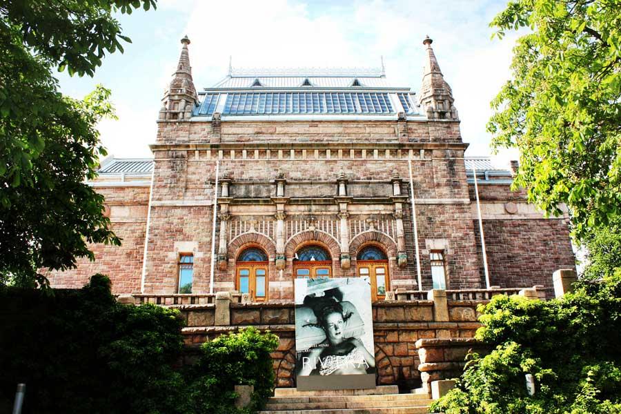 Turun taidemuseo on aikamoinen linna sekin. Kuva: violablom, Flickr CC
