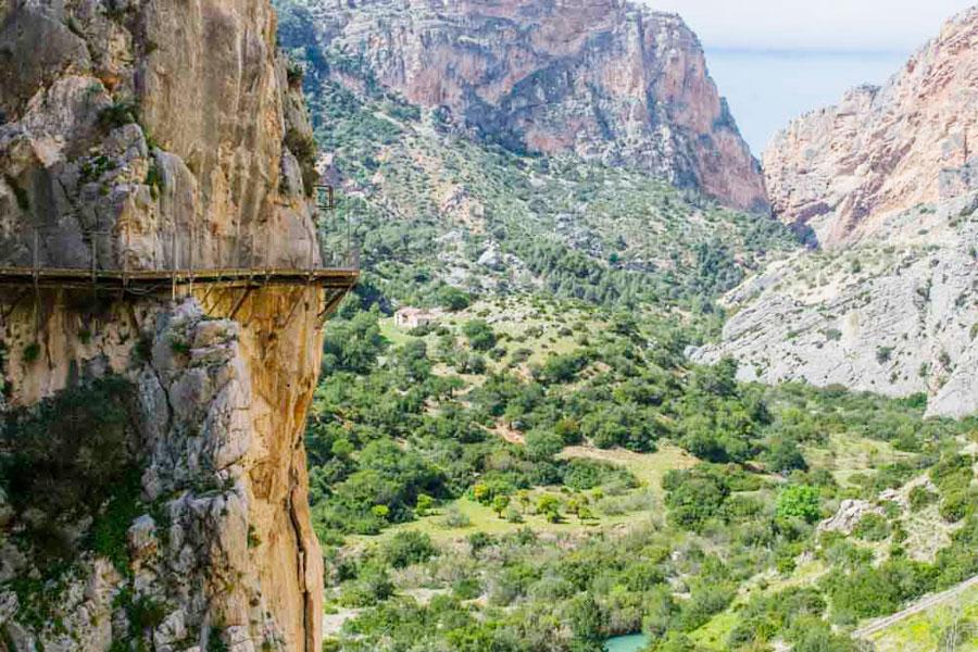 Tällaisissa maisemissa tasapainoillaan Caminito del Rey vaelluspolulla. Kuva: Traveler Photographer, Flickr CC