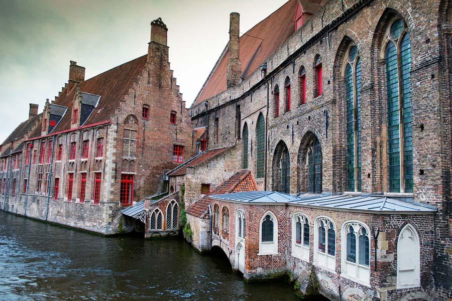 Bruggessa pääsee keskiaikaisiin tunnelmiin.
