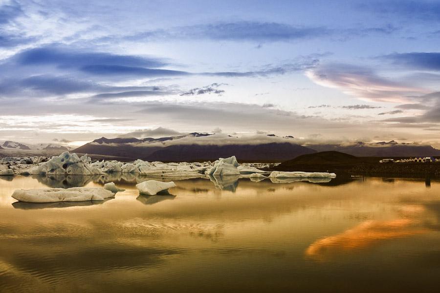 Jäätikkölaguuni on sietämättömän kaunis auringonlaskun aikaan.
