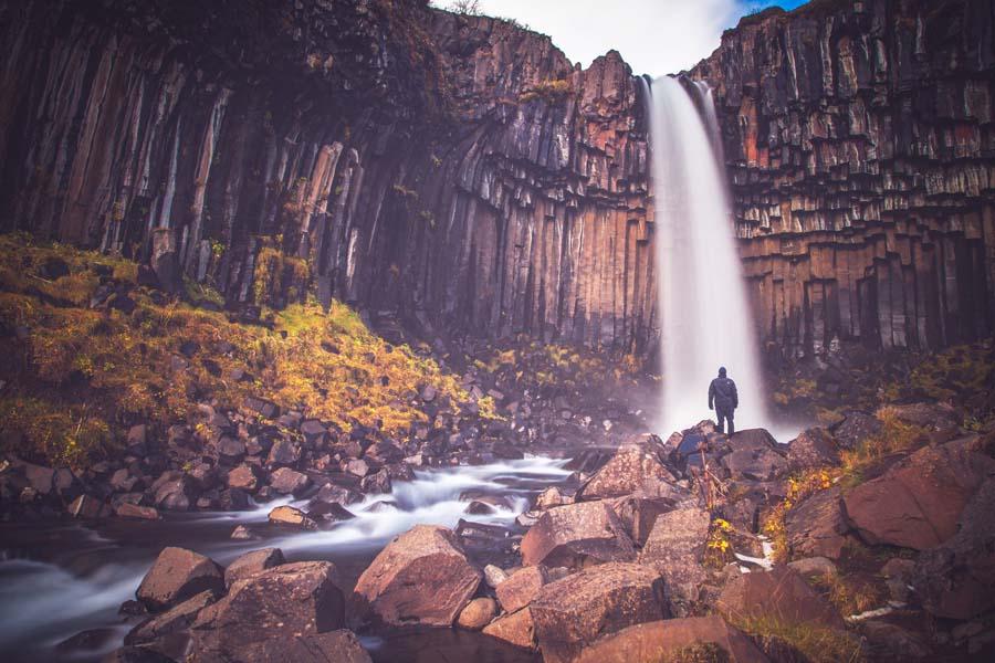 Islannin vesiputoukset kuten Svartifoss olisivat sopineet viikinkisankarien suihkuiksi. Kuva: Andrés Nieto Porras, Flickr CC