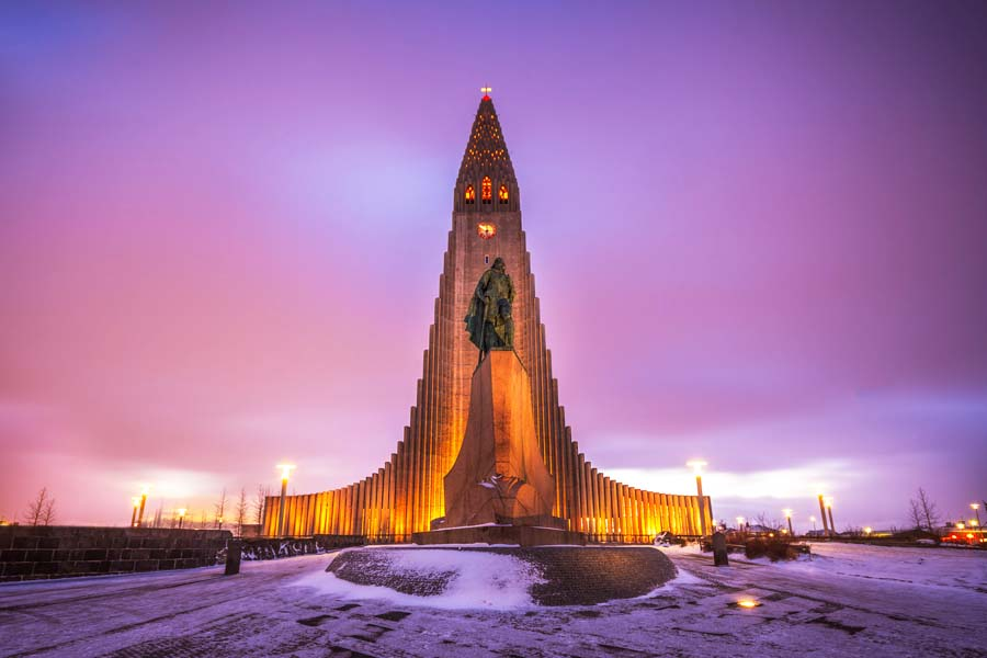Hallgrímskirkja on aikamoinen näky Reykjavikin muuten matalan keskustan keskellä. Kuva: Andrés Nieto Porras, Flickr CC