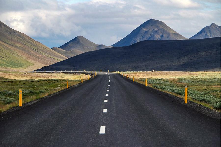 Islannissa maisemat tuntuvat vaihtuvan jokaisen tien mutkan takana.